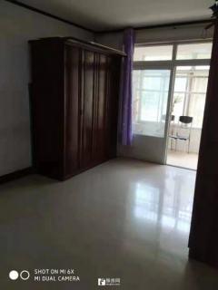 香格里拉多层一楼 92平方 三室 中等装修出租