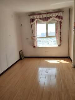 九州清宴 复试两层 四室一厅一厨向阳 证满两年 送车位