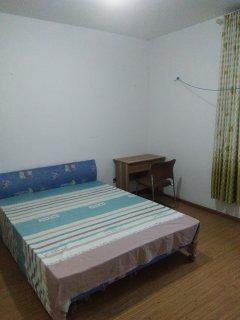 九州清宴三室两厅一卫简单装修合租房主卧