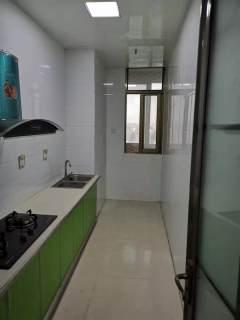 威尼斯一区,2室两厅已改3室。106平。79万。