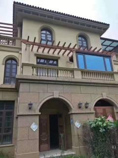 滨江别墅,前庭后院,底上三层300平五室三厅,带车库,可贷款