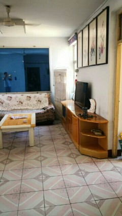 (市中心)春秋阁3室1厅1卫76m2简装修供暖700一月年租