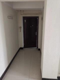 中央城b区合租房3室2厅1卫126m²简单装修