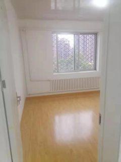诚信花园 精装三室一厅,证满五年户型好 客厅带飘窗 前排不挡