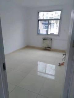 龙泉苑合租房3室1厅1卫76m²简单装修
