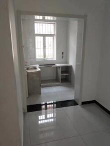 步行街北区3室2厅1卫108m²简单装修