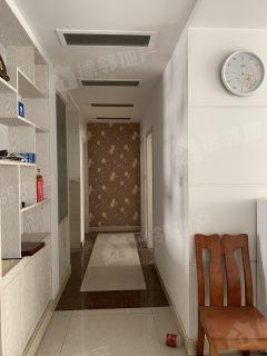 荊善南苑三室兩廳130平精裝修好樓層可貸款證滿五年