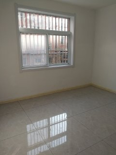 魯東小區3室1廳68m2簡裝2樓 三室 老證55.8萬