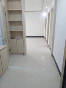 中央城2室2厅1卫98m²简单装修