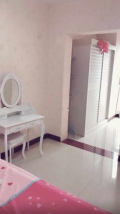 爱家豪庭2室2厅78m² 简单装修 配套齐全 年付