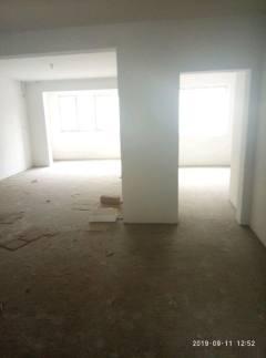 清华园,多层1楼,三室两厅一卫。带储藏室,