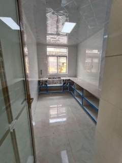幸福东区:多层一楼,精装修,证满五年,可贷款。送储藏室,