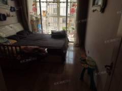 城北鸿福佳苑三室一厅一卫简单装修证满五年看房方便