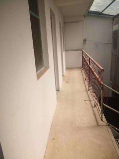 火车站西邻独院,4室1厅1卫110m²简单装修