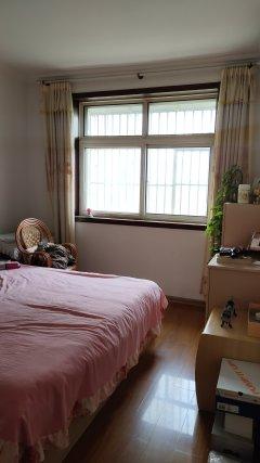 中央城C区西边清河花苑3室2厅1卫126m²简单装修