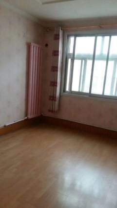 龙泉苑3室1厅1卫82m²简单装修