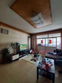 龙泉小学旁龙泉苑3室2厅2卫,黄金三楼,带储藏室,精装满五