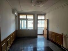 春秋阁5楼非顶3室2厅1卫97平简装88万可贷款