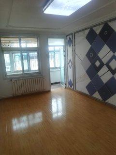 春秋阁5楼非顶3室1厅97m²精装修两室一厅向阳满二唯一