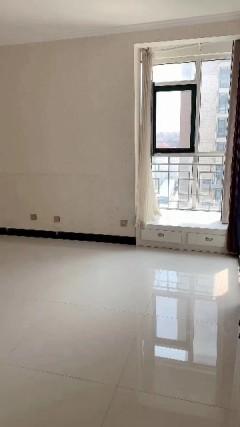威尼斯五区21楼朝西户型2室1厅1卫78平精装修66万新证