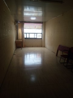 (市中心)新兴步行街1室1厅1卫60m²简单装修