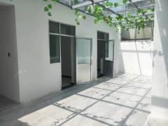 北坛小区一楼带院双学区房正常过户三室两厅证满五年可贷款送车位