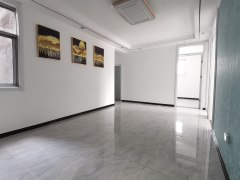 锦泰名城东铁小學区 多层三楼 四室两厅 证满五可贷款有钥匙