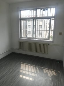 春秋阁5楼不是顶3室1厅1卫75m²简单装修