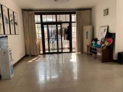 (城东)樱花苑4室1厅2卫156m²简单装修