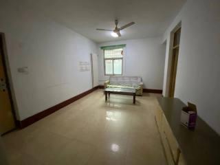 尚贤中学对过文教小区一楼带院子40平 三室朝南 水电暖齐全