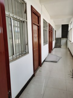 1室1厅1卫700m²