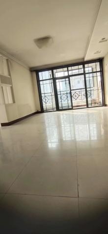 (城东)樱花苑一期复式房5室3厅3卫简单装修,证满五年,送储