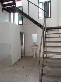 (城东)龙泉湾门头出租紧靠学校上下两层有钥匙